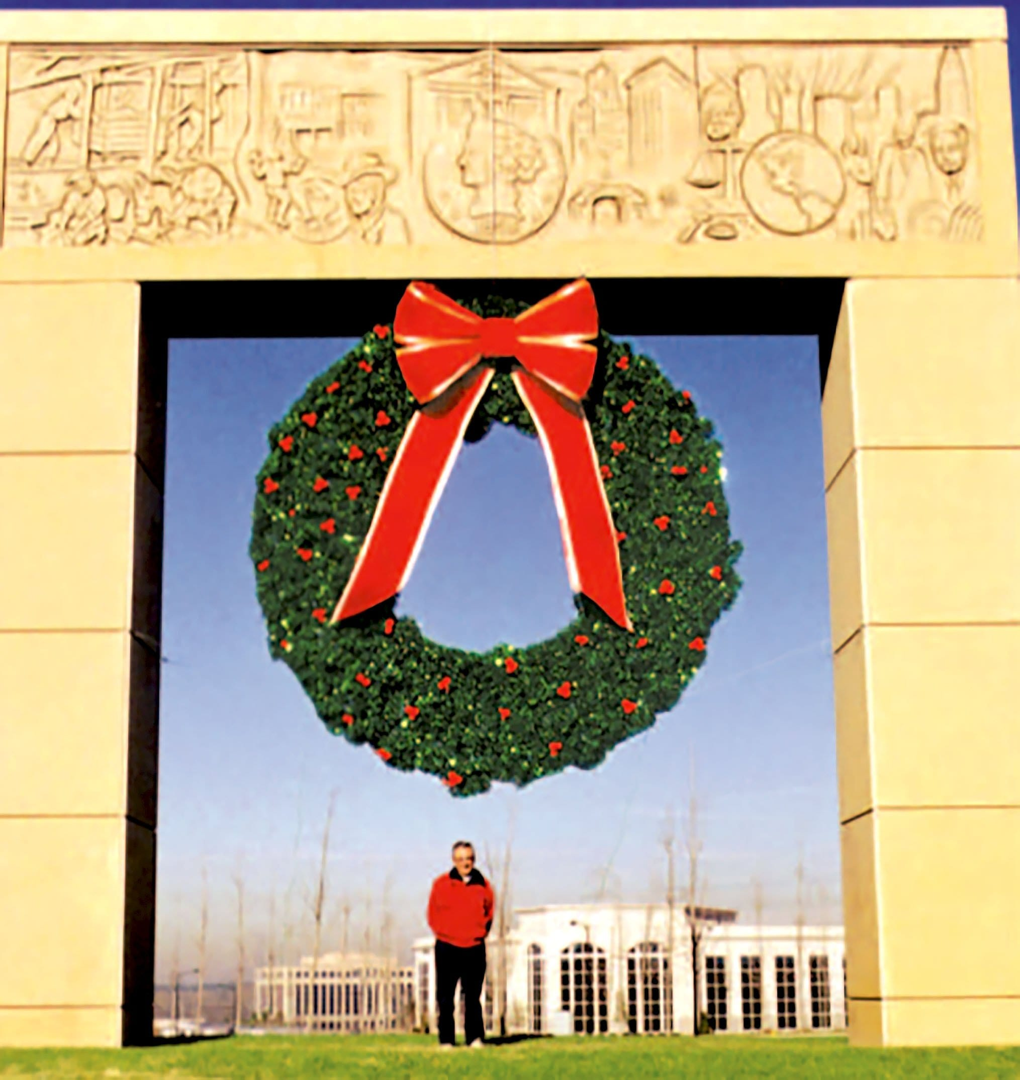 BF-825 Wreath w Bow 14ft